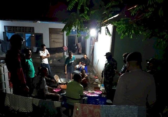 Patroli Gabungan, Satgas Aman Nusa II Bersama Satgas Covid-19 Lakukan Patroli Malam