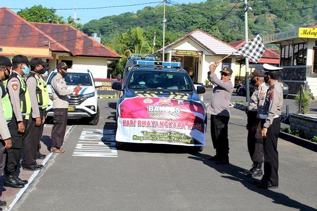 Pembagian Paket Sembako Secara Simbolis Kepada Bhabinkamtibmas Dalam Rangka Hari Bhayangkara Ke 74