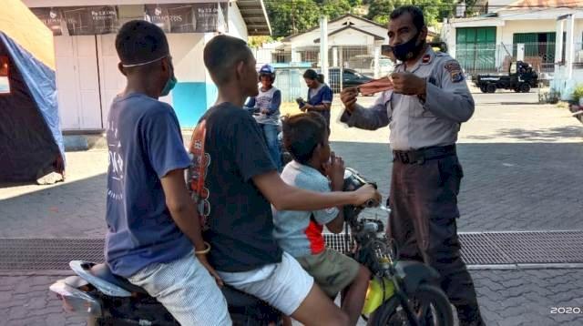 Satgas Aman Nusa II Polres Flotim Nonstop Cegah Penularan COVID-19