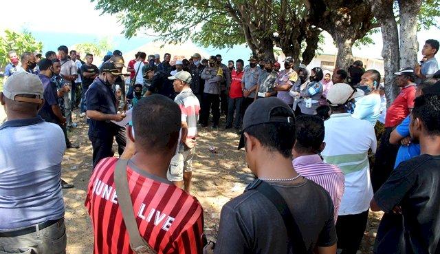 Kapolres Flotim Pantau Langsung Giat Eksekusi Tanah dan Bangunan di Desa Lamahala Jaya
