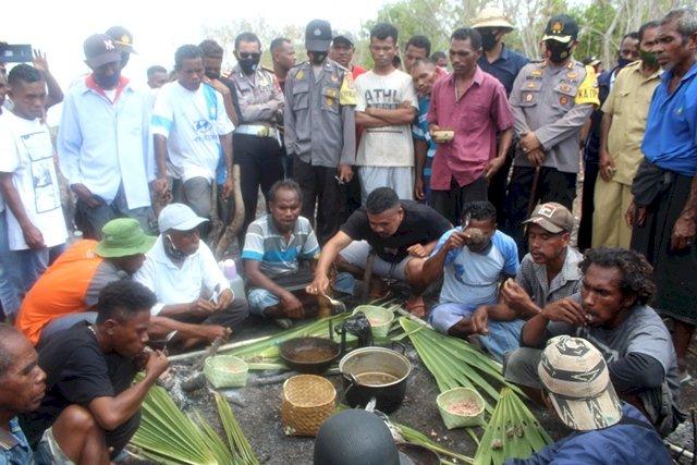 Polres Flotim Lakukan Pengamanan Ritual Adat Penyelesaian Sengketa Tanah di Kecamatan Tanjung Bunga