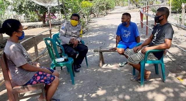 Ciptakan Kamtibmas Kondusif, Bhabinkamtibmas Brigpol Paulus Patroli Di Wilayah Binaanya