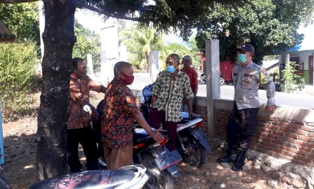 Sambangi Rumah Warga Binaannya, Bhabinkamtibmas Bripka Wayan Aryasa Tak Lupa Berikan Himbauan Kamtibmas