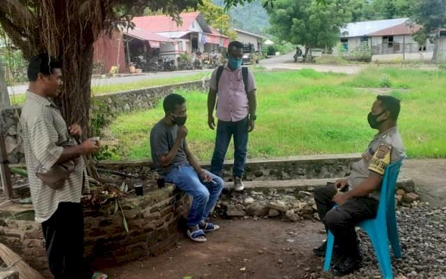 Lakukan Patroli, Bhabinkamtibmas Memantau Situasi Kamtibmas Di Desa Binaannya
