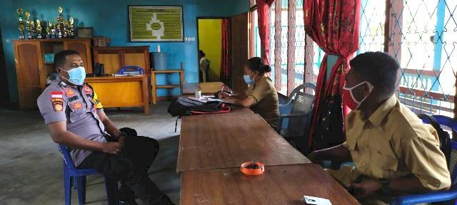 Bhabinkamtibmas Lakukan Sambang Penggalangan Kepada Aparat Kantor Desa Pledo