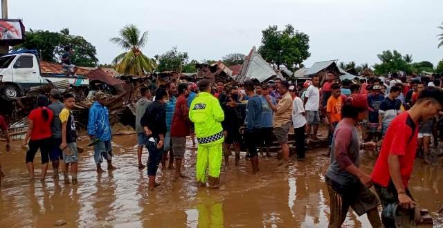 Peduli Dan Tanggap Bencana, Kapolres Flotim Bersama Personelnya Bantu Pencarian Dan Evakuasi