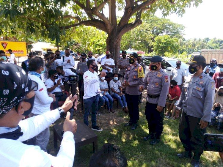 Polres Flotim Dampingi Komunitas Barrel Brotherhood Salurkan Bantuan Kepada Korban Bencana Alam di Adonara Timur