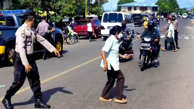 Rutin, Sat Sabhara Polres Flotim Lakukan Patroli Sekaligus Himbauan Prokes Covid-19