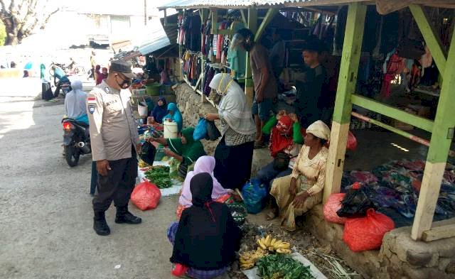 Rutin Patroli Pasar, Bhabinkamtibmas Himbau Kamtibmas dan Terapkan Prokes