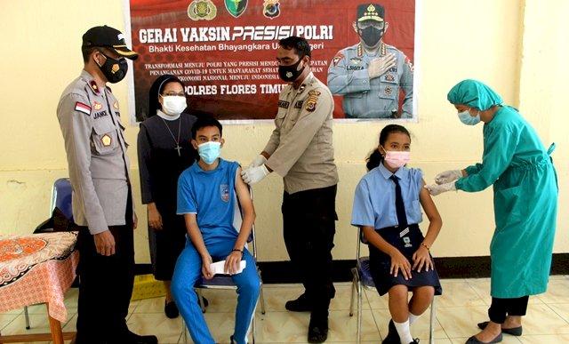 Polres Flotim Kembali Gebrak 354 Dosis Vaksin di SMP