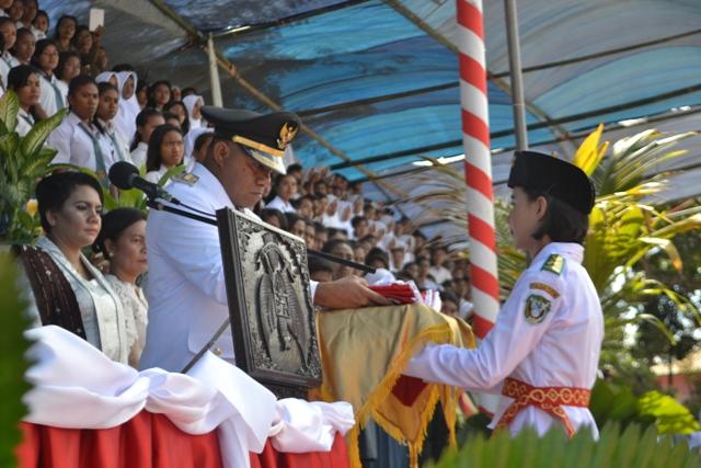 Kapolres Flotim beserta Staf Jajaran mengikuti Detik – detik Proklamasi Kemerdekan RI ke – 72 Tahun 2017  Di Lapangan Ile Mandiri Larantuka