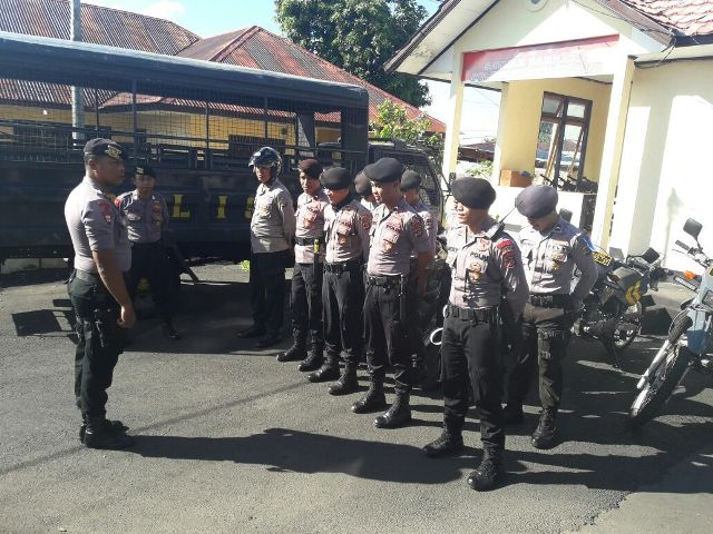 Personil Sat Sabhara Polres Flotim Giat Patroli Dialogis di Pasar Oka – Larantuka Dalam rangka K2YD