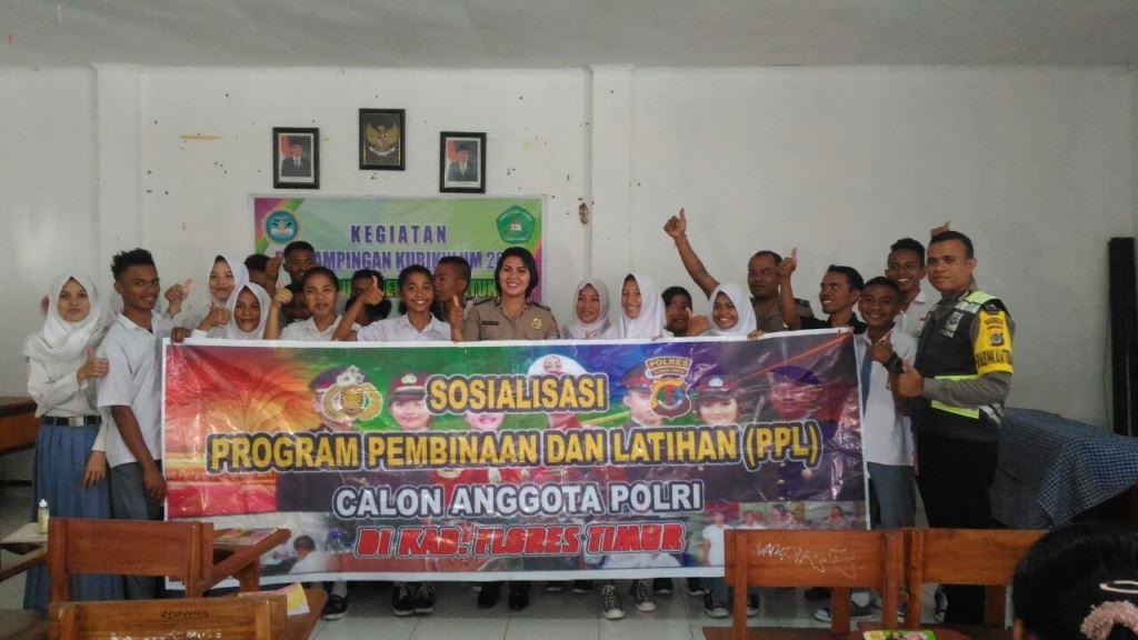 SMK Sura Dewa Larantuka Menerima Sosialisasi Program Pembinaan dan Pelatihan Calon Anggota Polri Tahun 2018