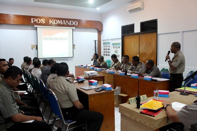 Kapolres Flotim Pimpin Anev Refleksi Kasus Tahun 2017 dan Rengiat Tahun 2018
