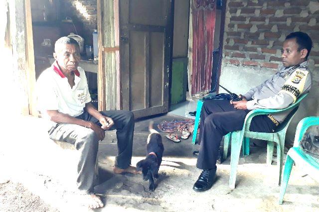 Jelang Pilgub NTT 2018, Bhabinkamtibmas Desa Bama Menyapa Warganya Himbau Anti Hoax dan Isu Sara Melalui Medsos