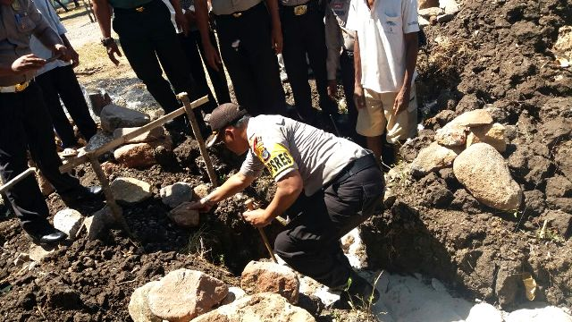 Peletakan Batu Pertama Pembangunan Rumah Dinas Polri Polsek Solor oleh Kapolres Flotim