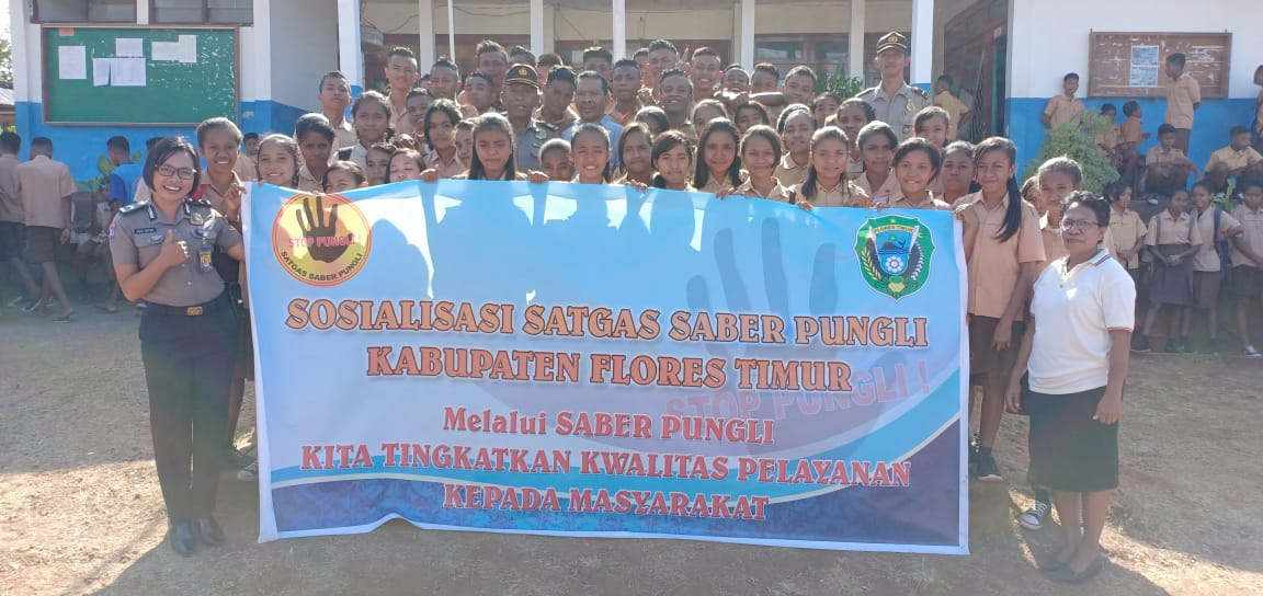 Kasat Binmas Polres Flotim Gencar Sosialisasi Premanisme dan Kenakalan Remaja Dalam rangka Ops Bina Kusuma Turangga 2018 di SMP Negeri 2 Larantuka