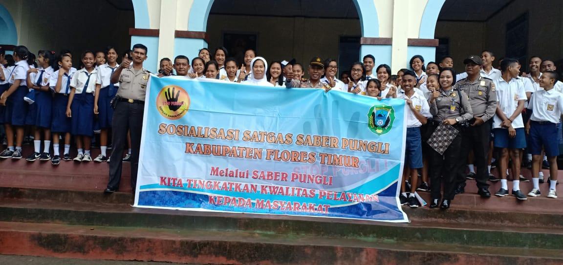 Cegah Pungli di Sekolah, Tim Saber Pungli Sosialisasi Kepada Siswa dan Guru SMPK Ratu Damai Larantuka