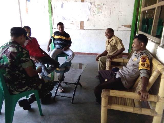 Sinergitas Tiga Pilar Kamtibmas, Bhabinkamtibmas Bersama Babinsa Laksanakan Sambang ke Desa Lamawohong