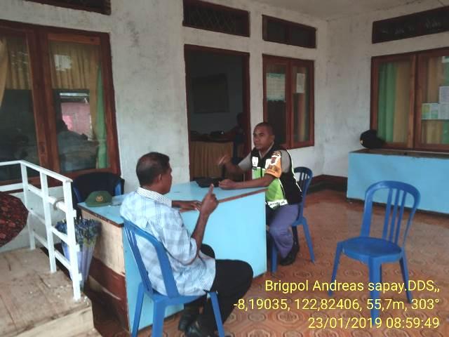 Demi Terciptanya Pemilu 2019 Aman, Damai dan Sejuk Bhabinkamtibmas Brigpol Andreas Sapay Turun Ke Desa Berikan Himbauan