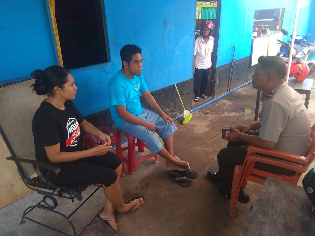 Anggota Sat Binmas Polres Flotim Laksanakan Penggalangan terhadap masyarakat Agar Tidak Mudah Terprofokasi Dengan Isu Sara dan Hoax