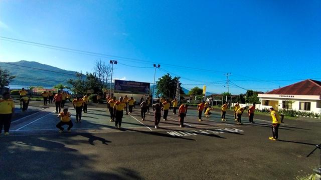 Jumat Sehat, Anggota Polres Flotim Lakukan Senam Bersama