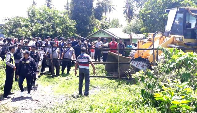 Polres Flotim Lakukan Pengamanan Eksekusi Tanah di Desa Waiwadan