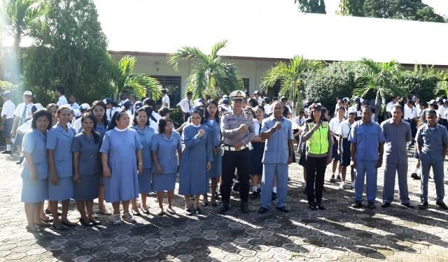 Police Goes To School, Unit Dikyasa Sat Lantas Polres Flotim Datangi Sekolah