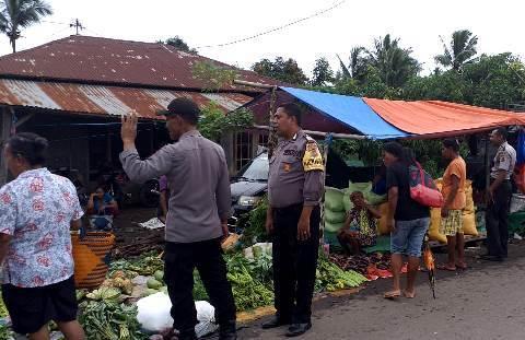 Jaga Situasi Kondusif, Anggota Polsek Wulanggitang Lakukan Patroli di Pasar Impress Boru