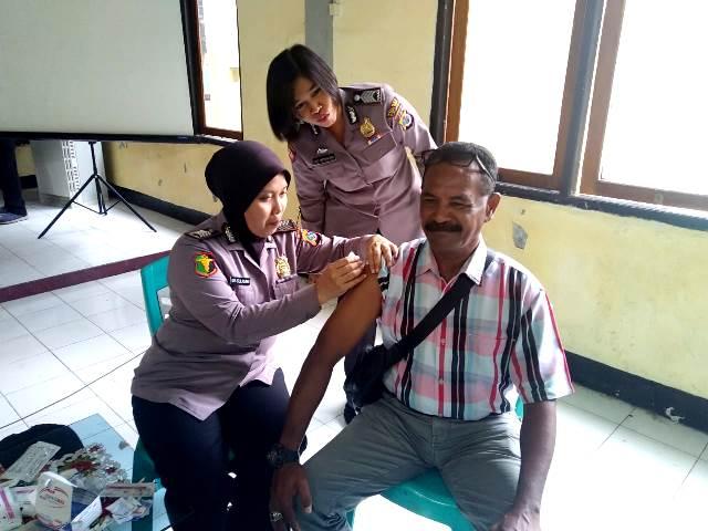 Sosialisasi Corona Virus, Vaksinasi Hepatitis B Bagi Anggota dan ASN Polri di Polres Flotim