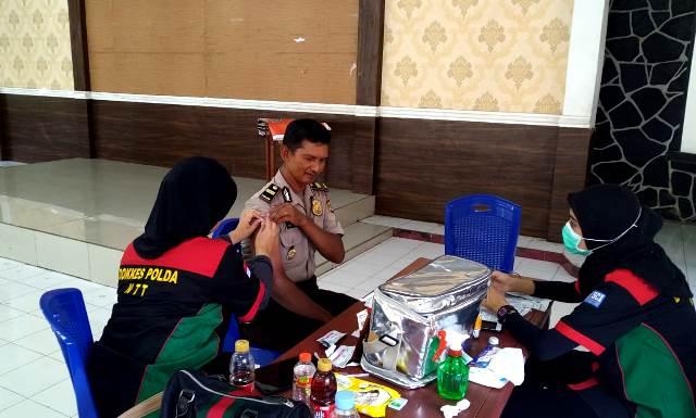 Lanjutan, Polres Flotim Laksanakan Kegiatan Vaksinasi Hepatitis B